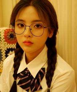 杨超越学生制服甜美性感图片