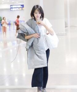 郑爽机场清爽素颜唯美写真图片