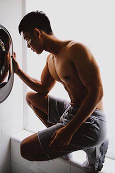 肌肉健美帅哥生活照图片