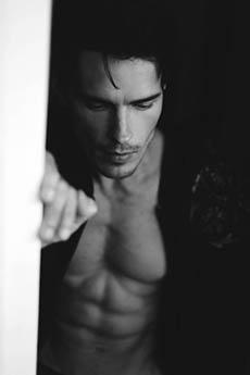 型男欧美帅哥Alvaro Casavechia黑白照图片