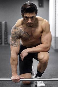 华裔肌肉帅哥迷人写真图片