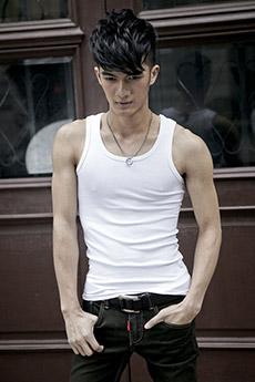 中国帅哥肌肉背心写真图片