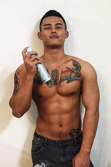 肌肉纹身帅哥陈费迪照片