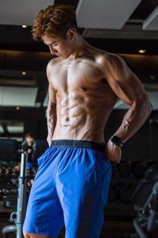 中国肌肉男帅哥写真图片