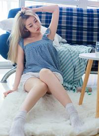 绝色美女性感吊带长腿福利写真