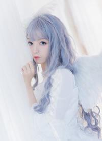 一组cos可爱美丽的白衣小姐姐图片