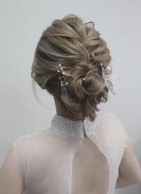 欧式干净纹理和日系凌乱新娘发型