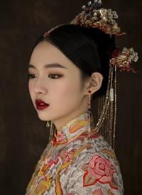 中式新娘发型 青丝挽发侧垂高髻插金钿