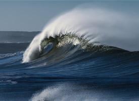 狂風巨浪的海洋高清桌面壁紙