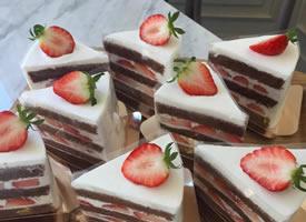 一组美美的草莓小蛋糕图片欣赏
