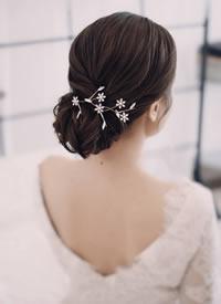 一组简单清爽 清透裸妆的新娘造型