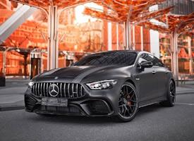 一组黑色帅气的Mercedes-AMG GT63s