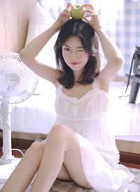 睡衣美女模特丰满吊带美女写真