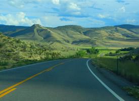 唯美公路風景高清桌面壁紙