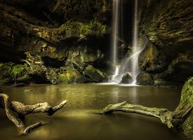 山涧瀑布风景图片桌面壁纸