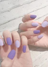 一组超级显白的紫色系美甲图片
