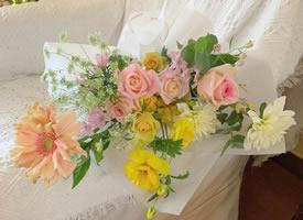 一组色彩柔和的九款花束图片