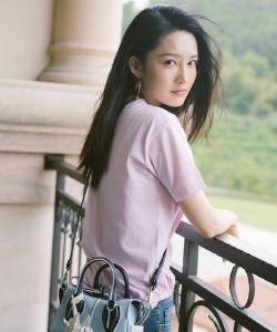 李沁清新時尚寫真圖片
