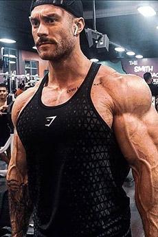 美國健身型男Chris Bumstead寫真照片