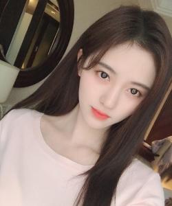 鞠婧祎白皙养眼自拍照图片