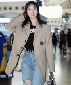 袁冰妍休闲时尚机场照图片