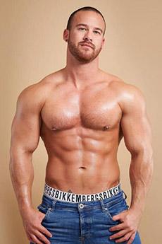 歐美光頭男帥哥性感肌肉寫真照片