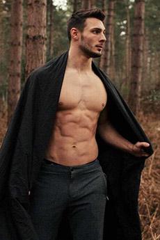 欧美成熟肌肉帅哥森林写真图片