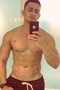 身材迷人的欧美纹身男帅哥自拍照片