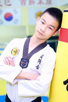 14岁小鲜肉跆拳道小帅哥肖扬照片