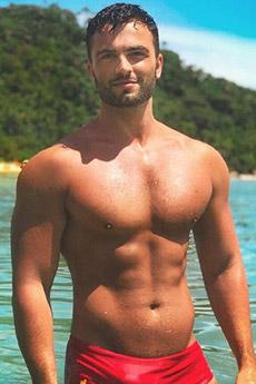 性感迷人的欧美胡子型男湿身男体照片