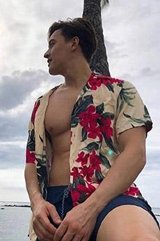 欧美帅哥穿短裤海边迷人照片