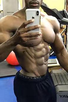 黑人肌肉型男照片