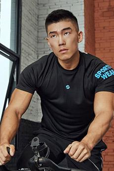 健身房肌肉平头帅哥写真照片