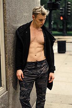欧美迷彩裤腹肌帅哥照片