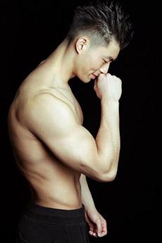 國產肌肉男性感藝術照片