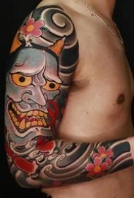 傳統風格的9張大花臂紋身作品圖片