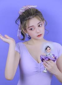 大胸美女模特低胸锁骨性感图片