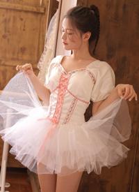 诱人蕾丝美女超短裙白丝长腿写真