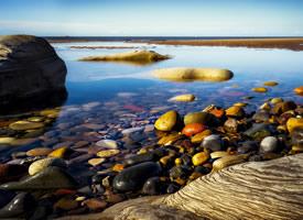 沙灘上的卵石唯美高清桌面壁紙