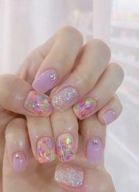 甜甜的夏日淺色彩繪系美甲圖片