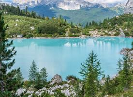景色宜人的湖泊美景高清圖片
