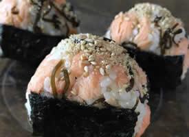 一组看起来就很美味的日式饭团