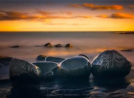 海邊鵝卵石高清桌面壁紙