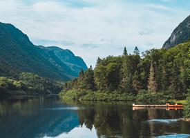 唯美迷人的湖泊風光桌面壁紙