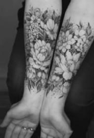 适合女神小臂的素花纹身图片9张