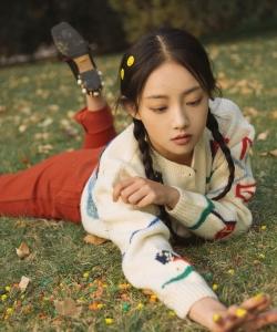 吴佳怡清新可爱秋季写真图片