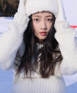 吴佳怡甜美俏皮冬日写真图片