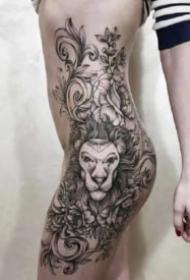 性感女性的側腰大腿部紋身作品圖片