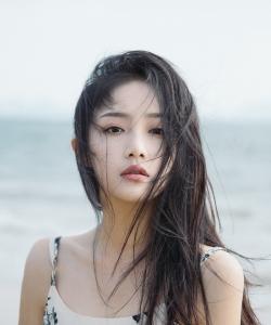 吴佳怡性感迷人海边写真图片