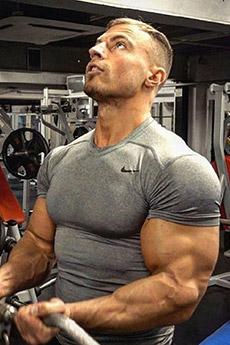 歐美肌肉帥哥健身房照片